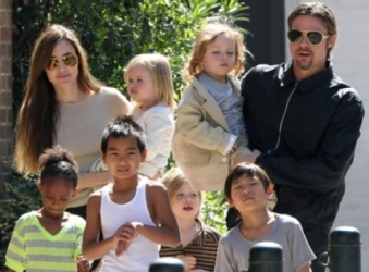LBF angelina-jolie-and-her-husband-brad-pitt-have-six