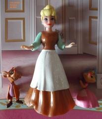 Cendrillon barbie servante