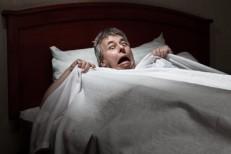 LBF homme peur dans lit